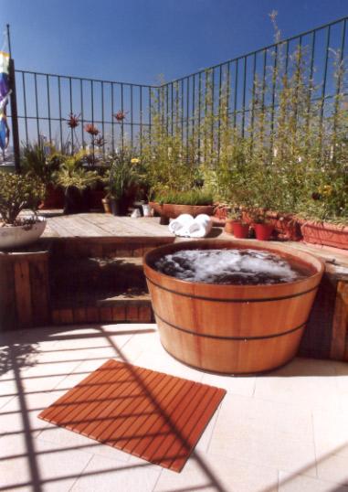 projeto ofuro jardim : projeto ofuro jardim:Neste projeto o ofurô divide o espaço com a churrasqueira, o deck